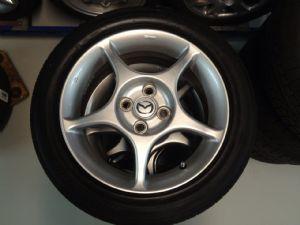 Mazda MX-5 velgenset Steek 4 x 100 met 195/50-15 Zomerbanden