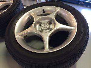Mazda MX-5 velgenset Steek 4 x 100 met 195/50-15 Bridgestone Zomerbanden